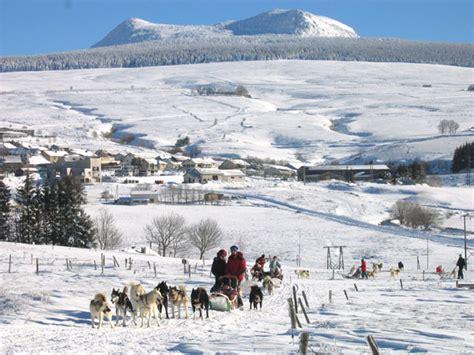 les chalets du mezenc les chalets du m 233 zenc gite de groupe haute loire 130 couchages