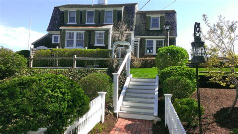 Cape Cod Vacation Rentals?  The Platinum Pebble Boutique Inn