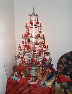 Weihnachtsbaum Metall Design : weihnachtsbaum metall design frohe weihnachten in europa ~ Frokenaadalensverden.com Haus und Dekorationen