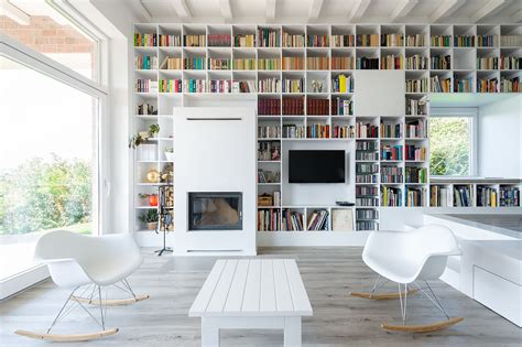 Home Interior Book : Minimalist House With A Long Wall Of Books