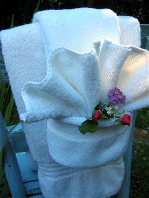 towel folding ideas for bathrooms the red chair blog fancy shmancy towel fold tutorial