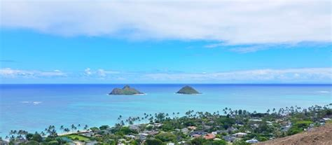 Mokes, Oahu + How To See The Mokulua Islands