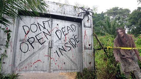 walking dead season terminus door screen signs bursts way escape seriously learn really need read geekculture