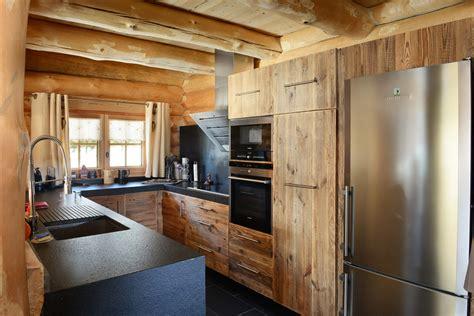 cuisine en vieux bois chalets nordika constructeur bois à bolquère pyrénées