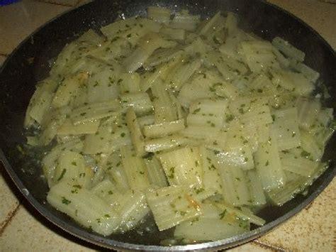 cuisiner des bettes les côtes de blettes à la sauce blanche une recette facile