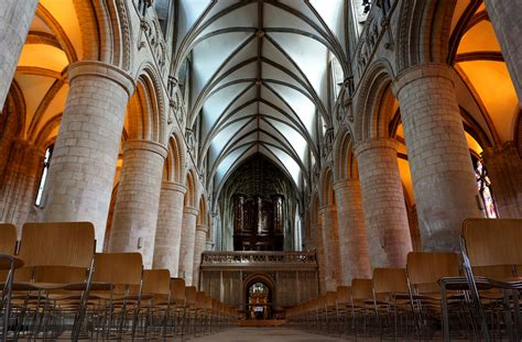 gloucester cathedral church  england thousand wonders