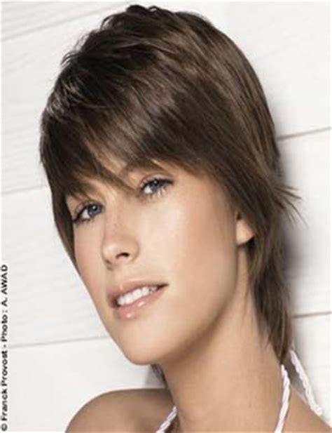 coupe cheveux femme court degrade avec frange modele