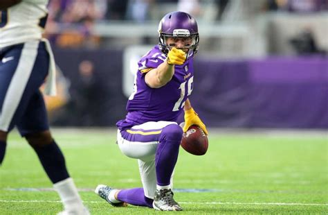 adam thielens  contract   steal   vikings  sources