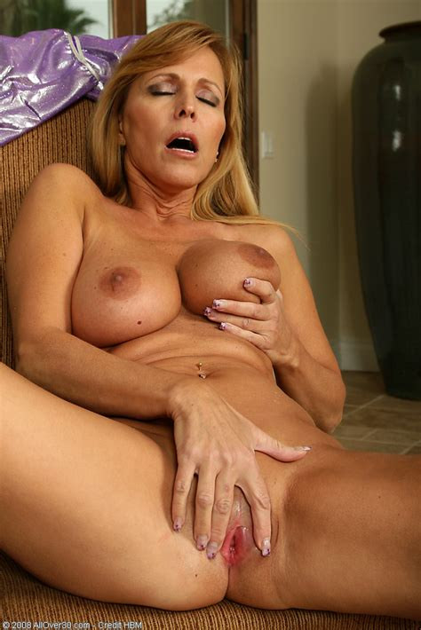 Blonde Milf Stripps And Rubs Her Tight Pink Pussy Pichunter