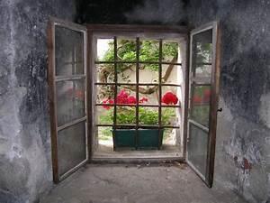 Blick Aus Dem Fenster Poster : fototapete blick aus dem vergitterten fenster einer burg enster ~ Markanthonyermac.com Haus und Dekorationen