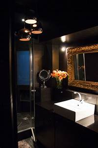 Salle de bain chic concue comme une salle de bain dhotel for Salle de bain noir et or