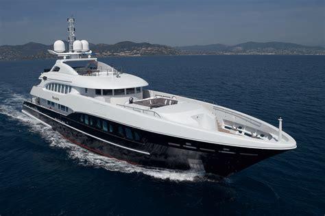 luxury yachts  sale yacht