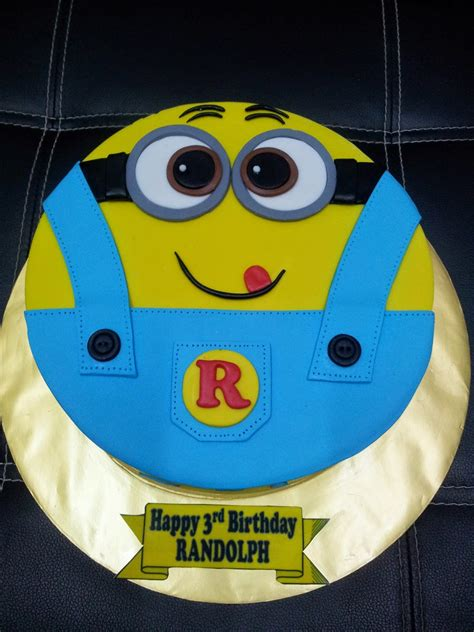 Angie, you are truly the design master of cake and icing. L'mis Cakes & Cupcakes Ipoh Contact : 012-5991233 : Minion Cake