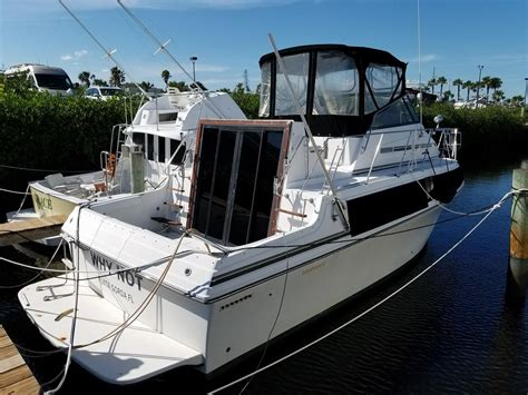 Boat Dealers Fort Pierce Fl by 1988 Carver 32 Mariner Power Boat For Sale Www