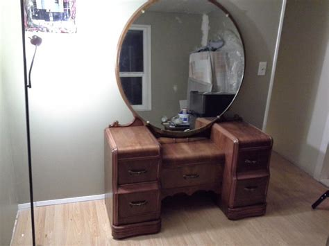 a set of waterfall dresser vanity with mirror waterfall