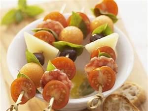 Party Snacks Vegetarisch : snack spie e mit tomaten k se wurst und melone rezept eat smarter ~ Watch28wear.com Haus und Dekorationen