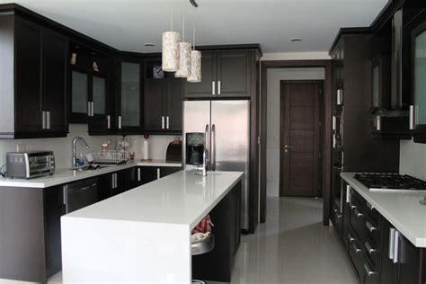cocina valencia wengue  cuarzo blanco remodelacion de cocinas cocinas cocina concepto abierto