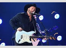 Garth Brooks Slammed for Lip Syncing at CMA Awards 'Not