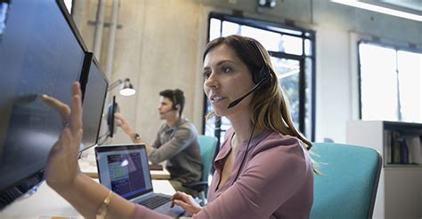 help desk vs service desk the difference between it help desk and it service desk