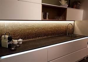 Küchenrückwand Glas Beleuchtet : glasrckwand kche beleuchtet amazing cristal von sedia ist ein mm starkes organisches glas mit ~ Frokenaadalensverden.com Haus und Dekorationen