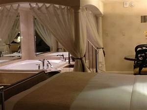 in suite jacuzzi picture of royal sonesta new orleans With honeymoon suites in new orleans