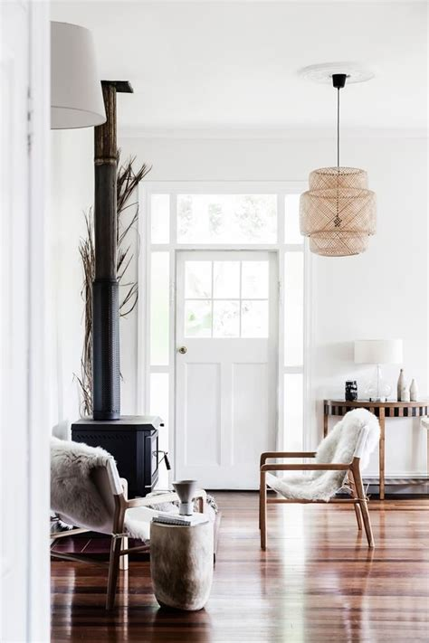 A Serene, Neutral Colored Cottage In Byron Bay Style
