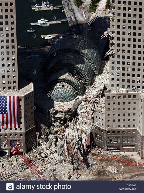 Jumpers Hitting Ground On 9 11 Foto