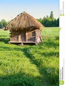 Toit En Paille : vieille maison rurale avec un toit de paille image stock ~ Premium-room.com Idées de Décoration