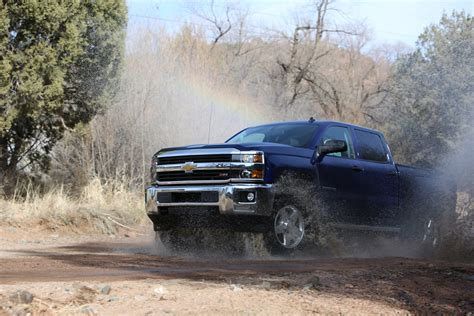 gm explains promotes  rear axle lock option   company video  fast lane truck