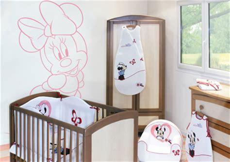 chambre de minnie collection minnie de babycalin chambre bébé minnie