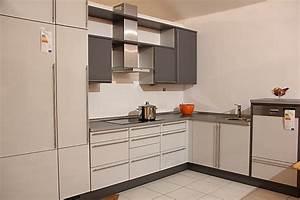 Cube musterk che modern und spritzig zum kleinen preis for Küchen zum kleinen preis