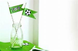 Fussball Deko Kinderzimmer : diy fussball deko selber machen f hnchen f rs buffet ~ Michelbontemps.com Haus und Dekorationen