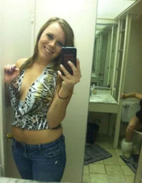 13 Selfies That Contain An Unexpected Surprise