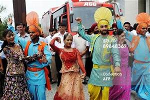 Traditional Costumes of Punjab for Men and Women ...