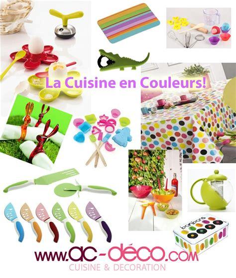 ustensiles de cuisine en c la cuisine est en couleurs des ustensiles de cuisine colorés des nappes en couleurs vifs des