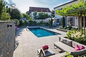 garten pool und architektur ergeben eine harmonie der With französischer balkon mit garten und pool