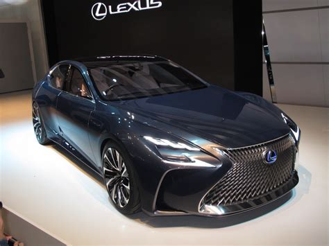 lexus fuel cell car    based   ls luxury sedan