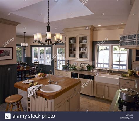 country kitchen diner butler sink stock photos butler sink stock images alamy 2785
