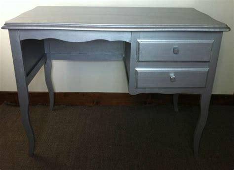 bureau repeint bureau avec 2 tiroirs repeint argent atelier darblay
