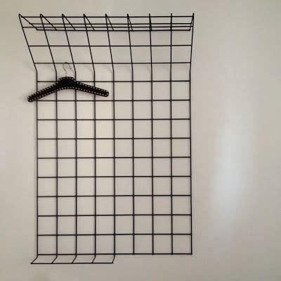 wandgarderobe aus metallgitter schwarz pulverbeschichtet