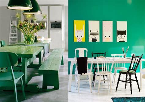 deco vert emeraude salle a manger table banc mur peinture
