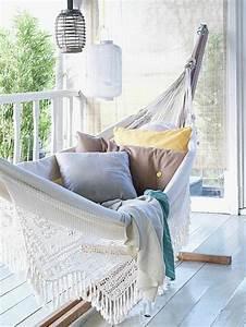 Hängematte Mit Holzgestell : h ngematte auf dem balkon urlaub zu hause ~ Whattoseeinmadrid.com Haus und Dekorationen