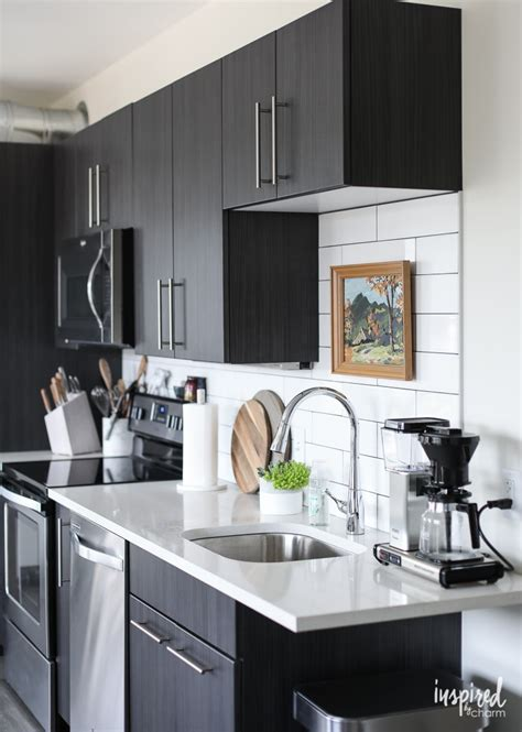 drab  fab apartment kitchen decor