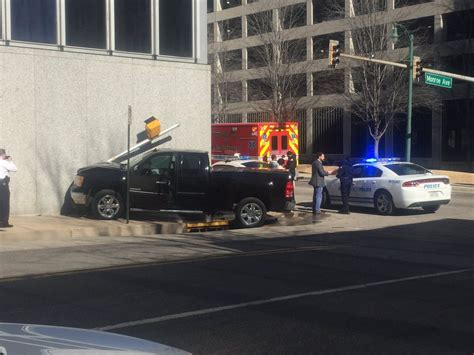 Truck Crashes Into First Tennessee Downtown Wregcom