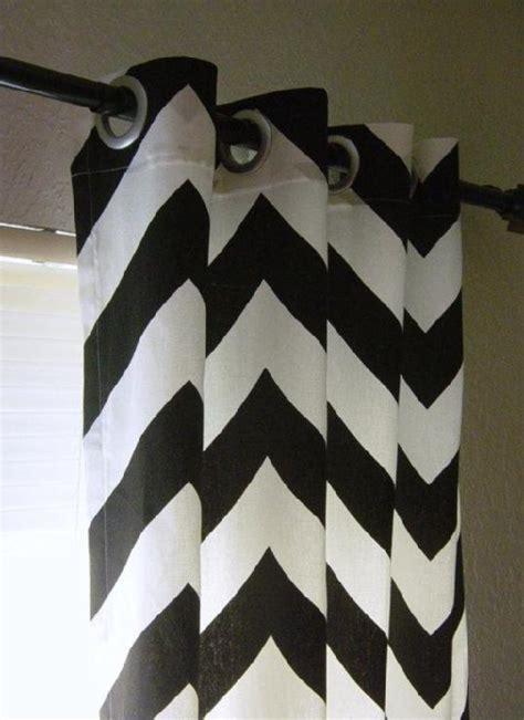 pair     black  white large bold chevron