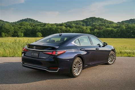 photo gallery the 2019 lexus es 300h in four exterior colors lexus enthusiast