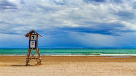 top beaches  ontario close  toronto canadastays