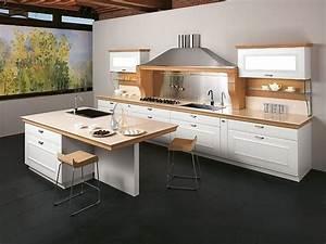 Küchenzeile Mit Insel : k chenzeile mit insel wei kombiniert mit hellem holz ~ Michelbontemps.com Haus und Dekorationen