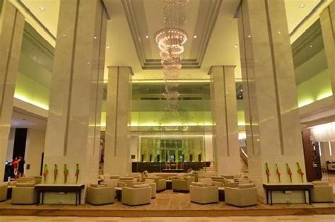 beautiful and majestic lobby picture of le meridien