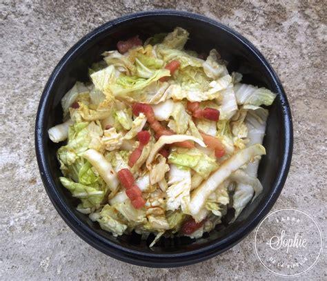 cuisiner le chou chinois en salade salade de chou chinois aux lardons caramélisés la